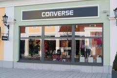 Loja inversa em Parndorf, Áustria imagem de stock