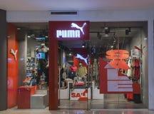 Loja isolada do puma na alameda de Gaisano Imagens de Stock