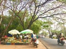 Loja Kerala das frutas e legumes da borda da estrada imagem de stock royalty free