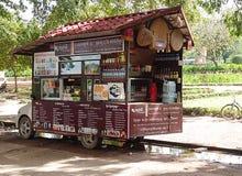 Loja móvel para vender bebidas Imagens de Stock