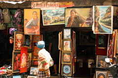 Loja no quadrado de Durbar que vende pinturas Fotos de Stock Royalty Free