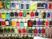 Loja que vende caixas do telefone da mão Fotos de Stock