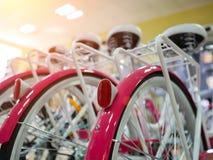 Loja que vende o close-up das bicicletas fotos de stock