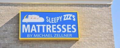 Loja sonolento do colchão de ZZZ fotografia de stock