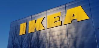 A loja sueco popular IKEA da mobília para a casa fotos de stock royalty free