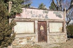 Loja suja velha do log da construção vaga Imagem de Stock Royalty Free