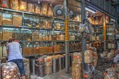 Loja tradicional da medicina chinesa imagens de stock royalty free