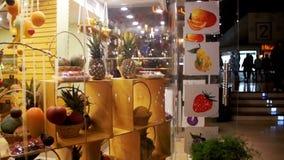 Lojas com os bens asiáticos no quadrado de Soho, Sharm el Sheikh, Egito video estoque