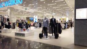 Lojas da roupa elegante do aeroporto de Istambul filme