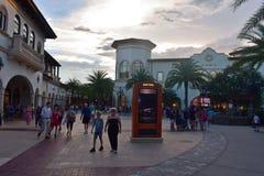 Lojas glamoroso no shopping no lago Buena Vista foto de stock royalty free