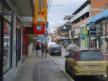 Lojas na rua principal de Ushuaia Imagens de Stock