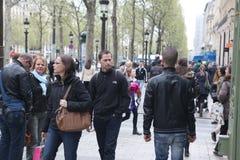 Lokaal en tourisrs op de Weg des Champs-ely Stock Foto