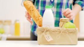 Lokaal koop het fruit van de de marktmelk van de biologisch productlandbouwer stock footage