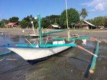 Lokal fiskebåtPemuteran strand, nordvästliga Bali, Indonesien Royaltyfri Fotografi