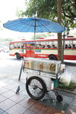 Lokal foodcart i Bangkok Arkivfoton