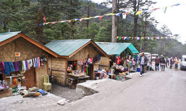 Lokal hemslöjdmarknad på den Yumthang dalen, Sikkim Arkivbilder