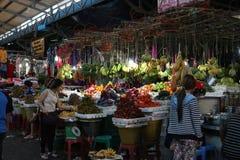 Lokal maket i Sihanoukville Royaltyfria Foton