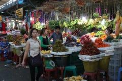 Lokal maket i Sihanoukville Royaltyfri Foto