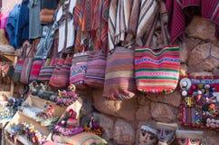 Lokal marknad i Chinchero, Peru Royaltyfria Foton