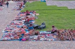 Lokal marknad i Chinchero, Peru Arkivfoton