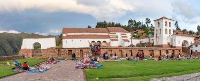 Lokal marknad i Chinchero, Peru Arkivbild