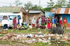 : Lokal marknad i Wamena, på New Guinea Royaltyfri Fotografi