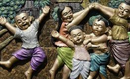 Lokal munterhet av thailändska barn kallade BETRÄFFANDE BETRÄFFANDE KHAO SAN Arkivfoto