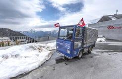 Lokal transport i alpin by av Bettmeralp Royaltyfri Fotografi