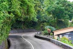 Lokal väg i Seychellerna, Victoria port seychelles för kustlinjeömahe arkivbild