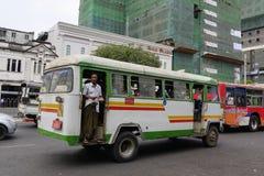 Lokala bussar i Yangon, Myanmar Fotografering för Bildbyråer