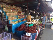 Lokala frukter shoppar i Thailand Royaltyfri Bild