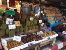 Lokala frukter shoppar i Thailand Arkivfoton