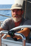 Lokala kaptener hyr deras seglingskepp till turister som leder dem till fantastiska turer för ett fartyg Royaltyfri Foto