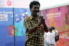 Lokala konstnärer utför aktionen för medvetenhet för gatalek AIDS/HIV royaltyfri fotografi