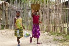 Lokala unga flickor i Madagascar Royaltyfri Fotografi