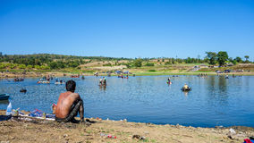 Lokaldag som fiskar ut i Thailand Arkivfoton