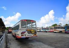 Lokale bus bij Mahebourg-post in Mauritius stock afbeelding