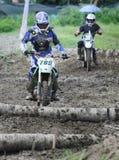 Lokale crosser crosser concurreerde in de gebeurtenis van de enduromotorfiets in Gor stock afbeeldingen