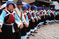 Lokale dansers in Lijiang royalty-vrije stock foto's