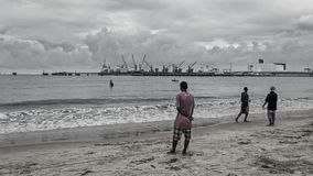 Lokale eingeborene Männer fischen stockfotos