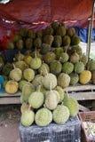 Lokale Frucht, Durians am Stall lizenzfreie stockbilder