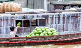 Lokale handelaar door Mekong in Vietnam royalty-vrije stock afbeeldingen