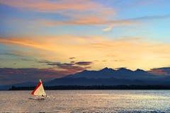 Lokale kraanbalk varende boot in een tropische overzees Stock Afbeelding