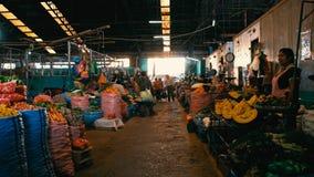 lokale Landwirte, die ihr Erzeugnis verkaufen, welches die Stadt vermarkten lizenzfreies stockbild