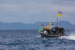 Lokale lang-staartboot bij Eiland Surin Royalty-vrije Stock Afbeeldingen