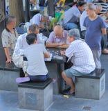 Lokale Leute in Chinatown Singapur Stockbild