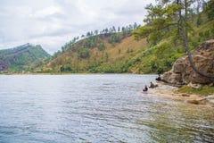 Lokale Leute, die im See Lut Tawar Takengon Aceh fischen Lizenzfreie Stockfotografie