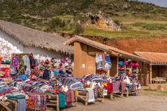Lokale markt die Peruviaanse producten verkopen stock foto's