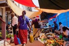 Lokale markt in Sri Lanka - April 2, 2014 Stock Afbeelding