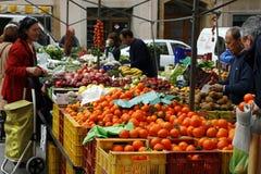 Lokale markt van vruchten en groenten Stock Foto's